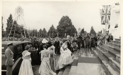 Queen Elizabeth ascending the front steps