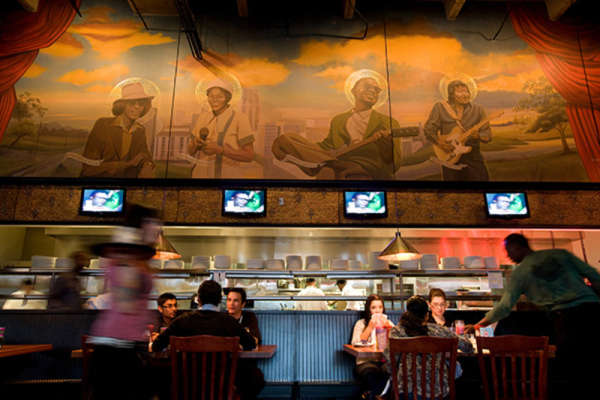 15% Off Dining in Crossroads at House of Blues