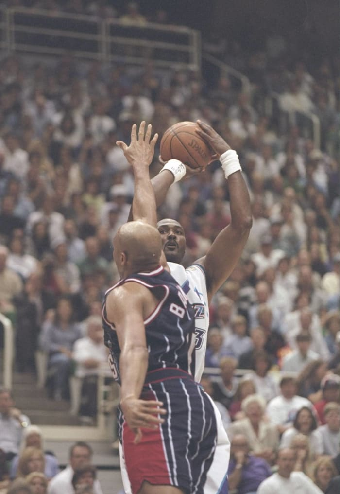 Barkley scores less, rebounds more, falls short