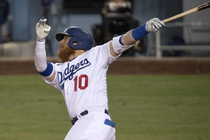 Los Angeles Dodgers: Re-sign Justin Turner