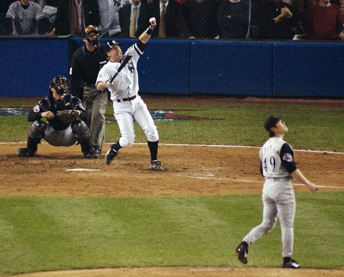 2001: Game 5 - New York Yankees 3, Arizona Diamondbacks 2 (12 innings)