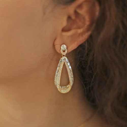 Drop Gold Stone Earrings made with Elements from Swarovski.
