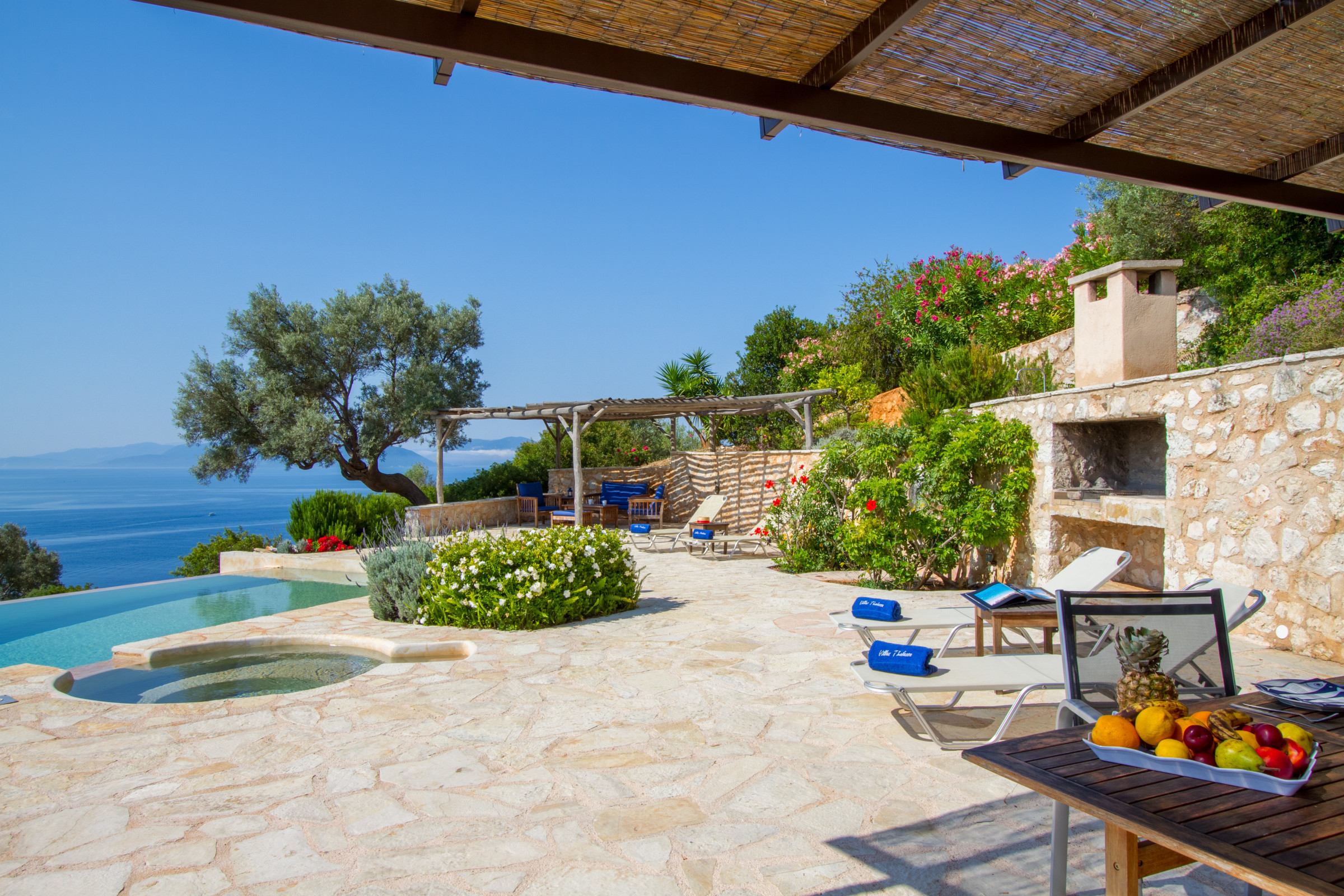 Enjoy the sun loungers while being amazed from the astonishing sea view