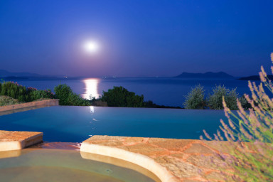 Charming full moon enjoyment beside the pool