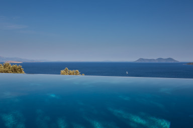 Infinity created from the pool and the beautiful sea view.