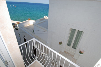 Casa Paradiso: Authentic Seafront Apartment