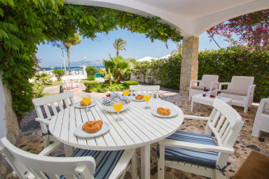 Härlig villa med gott om plats alldeles vid stranden