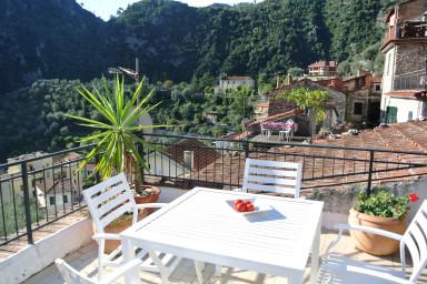 Härlig lägenhet med underbar terrass för sol och lata dagar