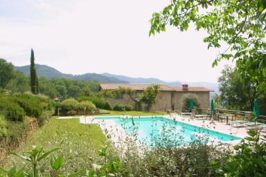 Stort vackert hus med pool och vacker utsikt