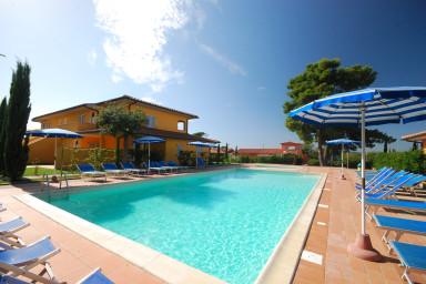 Våning i Scarlino med utmärkt läge och pool