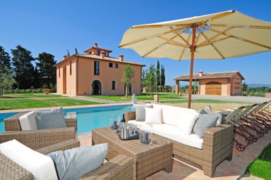 Traditionell villa från 1800-talet med pool