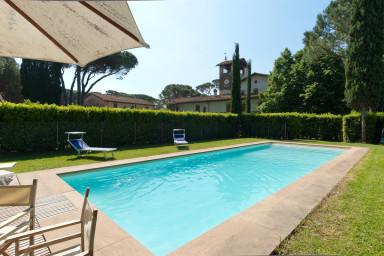 Vacker restaurerad villa med pool i Toscana