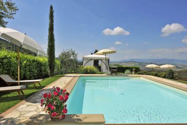 Vacker villa med pool och lugnt läge i Toscana