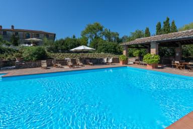 Exklusiv 1300-tals villa med gym, tennisbana och härlig pool