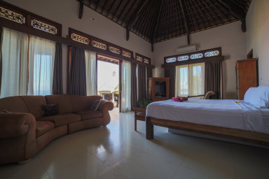Master Bedroom south  - Lay in your bed and enjoy panoramic ocean views.