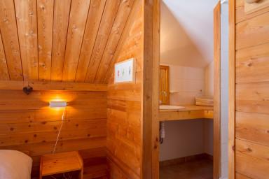 chambre 1 et sa salle de douche