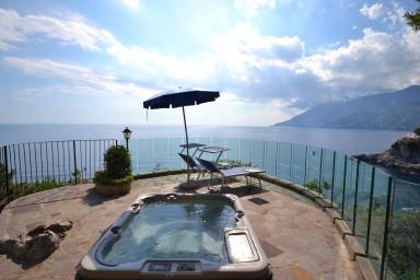 Unik och historisk villa med pool på Amalfikusten