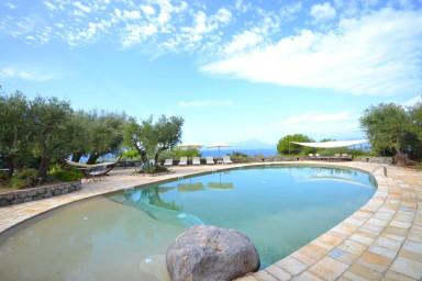 Mysig villa med pool precis vid stranden