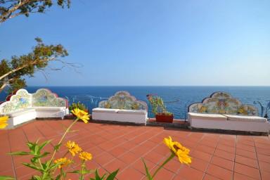 Fantastisk villa med spektakulär utsikt med pool precis vid havet