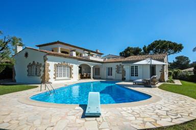 Exklusiv villa med pool och tennisbana