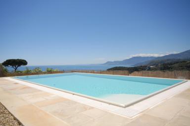 Villa med fantastiskt läge och långtgående havsutsikt