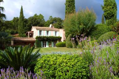 Fransk bondgårdsvilla med pool i Grimaud