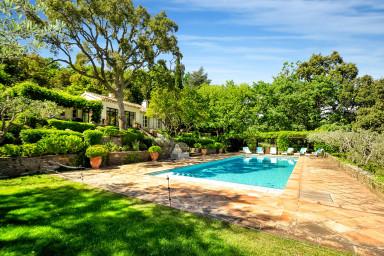 Charmig herrgård med pool och tennisbana