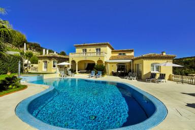 Stor villa i St Tropez med plats för hela familjen