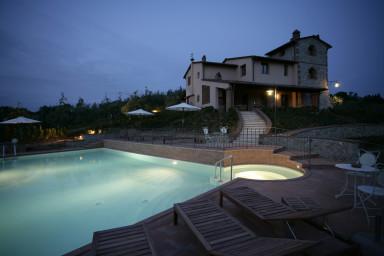 Lyxig och historisk villa med pool i ett privat område