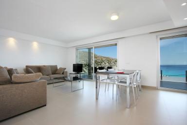 Primera planta B. Apartamento con vistas al mar y piscina exterior