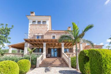 Stor och lyxig villa med gott om plats för hela familjen
