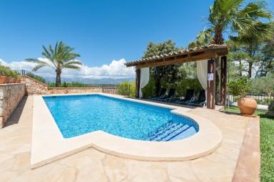 En härligt familjevilla med pool för lugna och lata dagar