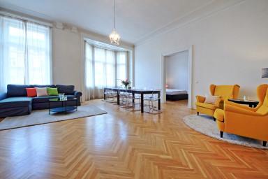 Three Bedroom Apartment Louvre