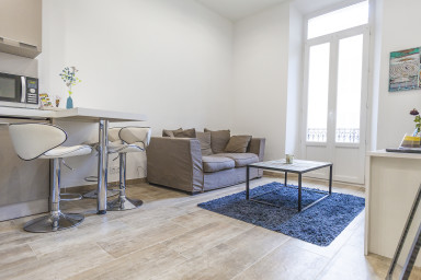 Lovely 1BR apartment between Rue d'Antibes and the Croisette