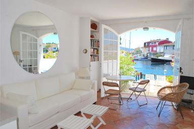 Maison de pêcheur avec climatisation et WIFI proche plage avec amarrage 14m