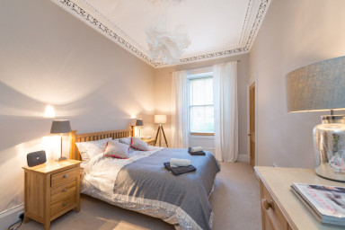 Beautiful Main Door Flat in Stockbridge, sleeps 5/6.