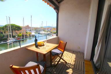 Studio mezzanine avec beau balcon et vue canal