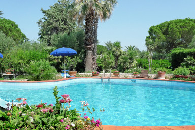 Villa Marta: Charming Villa with Pool