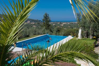 Lefkada-Travel: Villa Dioni nested on Lefkada town hill