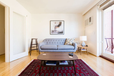 Rosie, sunny and warm 2 BEDROOM in St Kilda