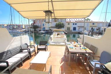 Balandrine avec 2 terrasses et amarrage 10m - quartier privatif