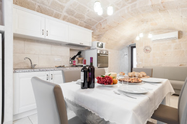 Il Vicoletto: independent house with barrel vaults in stone