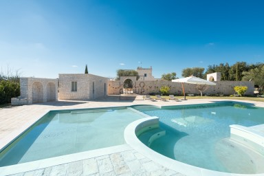 Masseria Campo Orlando: a beautiful stone farmhouse with private pool