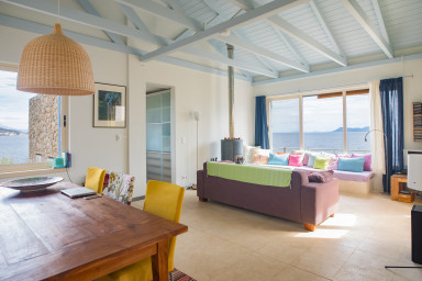 Spacious Villa in total privacy with direct access to the sea!
