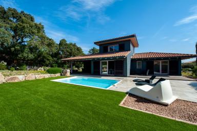 Villa avec piscine dans secteur calme à proximité mer/montagne