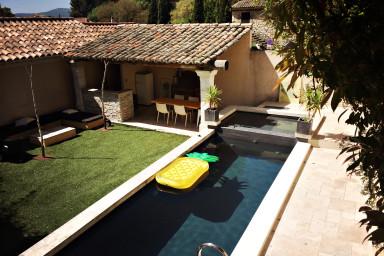 La Maison Jaune Merindol, piscine privée, boulodrome, climatisation 6 per,