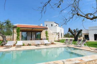 Trulli L'Aia di Cucumo: luxury complex with trulli