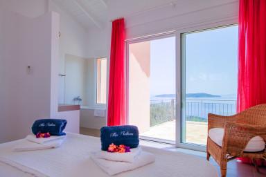 Villa Nisi superbe vue mer piscine à debordement WIFI