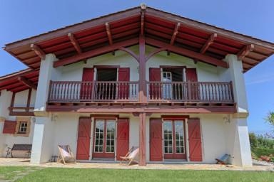 Urrugne ⎜Belle maison basque lumineuse 8 p. · Jardin · Vue montagne unique