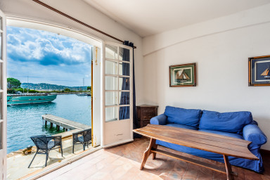 Large 3-room apartment with a terrace, seaview and a 12m berth